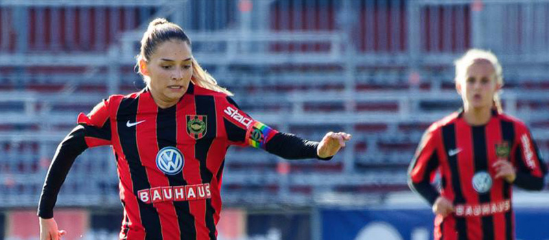 Eldina Ahmic fortsatt i rödsvart tröja 2019