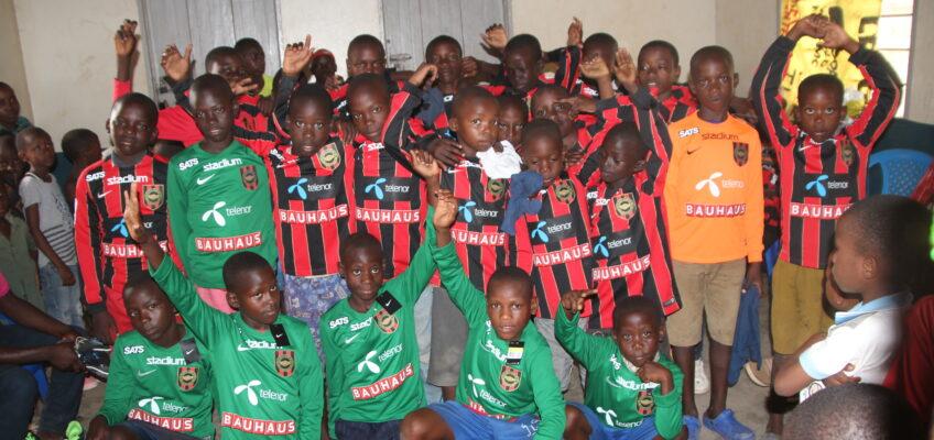 BP donerar till fotbollslag i Kamwokya